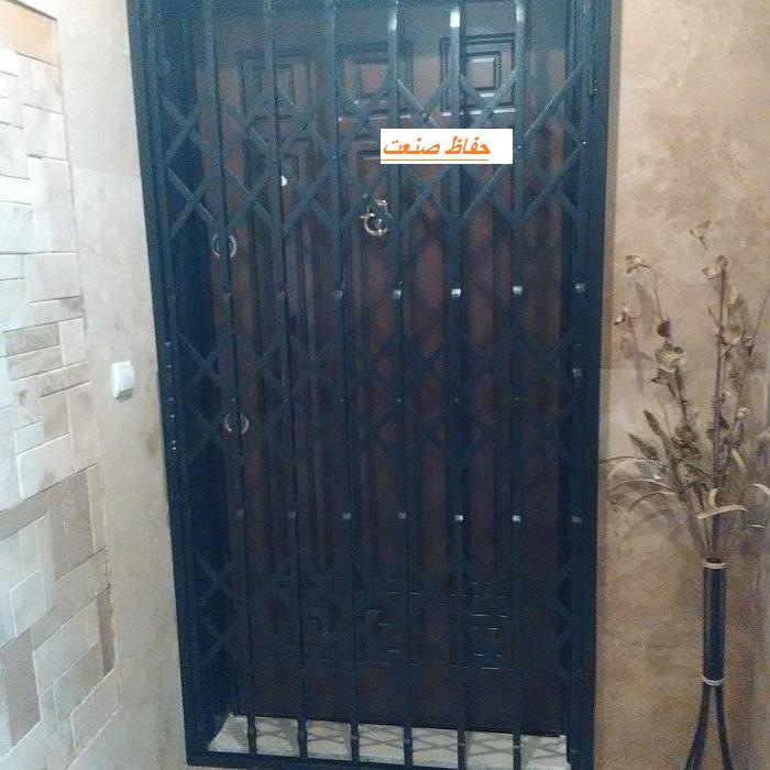 حفاظ فلزی روی درب