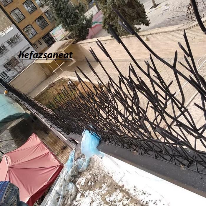 نرده و حفاظ شاخ گوزنی دیوار بلند